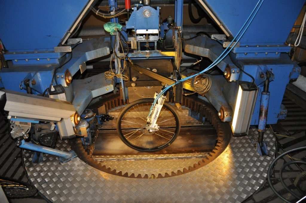 VTI stationary tyre test facility, during a test with a bicycle tyre.