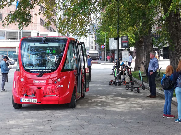 TØI researchers have tested autonomous buses in more complex traffic environments.