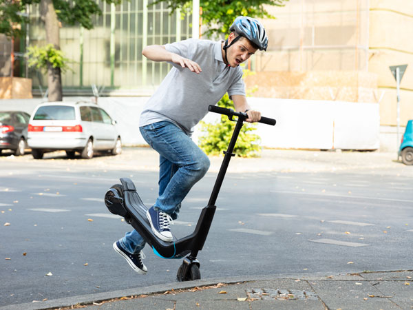 """According to a new TØI report over 50 percent of the e-scooters riders """"almost always"""" drive without a helmet, in addition to the high number driving under the influence. 1 in 3 has crossed a red light, almost as many have ridden with more than one person on an e-scooter and many have ridden at a higher speed than allowed on the pavement."""